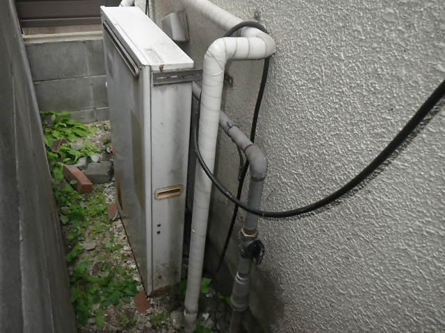 兵庫県 西宮市 東町 戸建住宅 リンナイ 屋外据置 隣接設置 2つ穴 取替交換工事施工 KZ-161SA から RFS-A1610SA