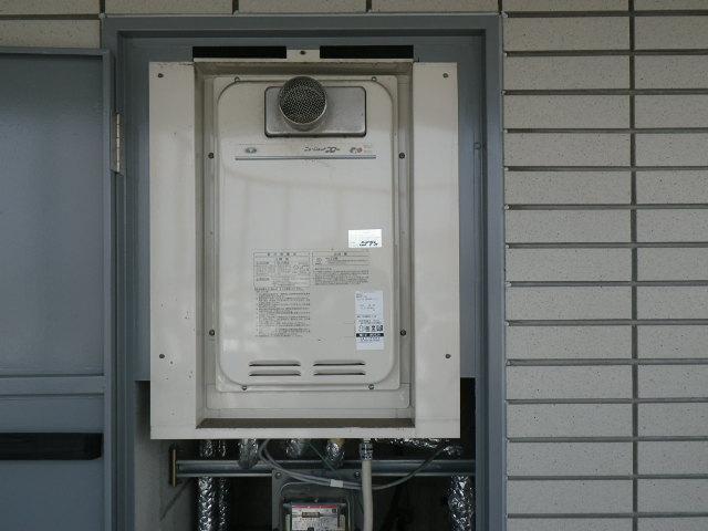 兵庫県尼崎市久々知西町 マンション ノーリツ 16号 ガス給湯器 取替交換工事施工 131-8082A YV1639RG から GQ-1627AWX-T-DX BL