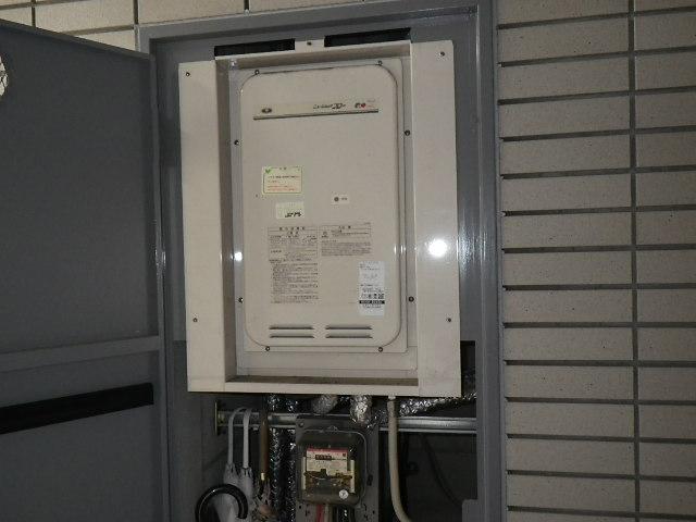兵庫県 西宮市上鳴尾町 マンション ノーリツ 16号 ガス給湯器 取替交換工事施工 131-8085A から GQ-1627AWX-TB-DX BL