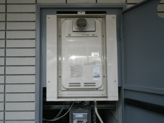 兵庫県 伊丹市東久代 マンション ノーリツ16号ガス給湯器 高温差し湯 PS設置 取替交換工事施工 131-8082A から GQ-1627AWX-T-DX BL