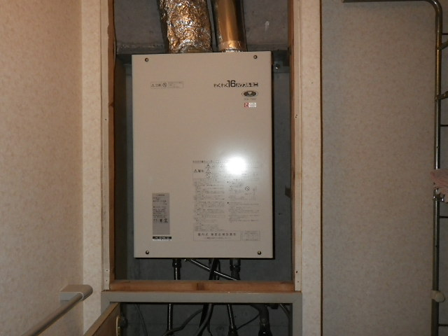 兵庫県 西宮市上田西町 マンション ノーリツ 16号 ガス給湯器 屋内設置 強制給排気 取替交換工事施工 33-785 から GQ-1637WS-FFA