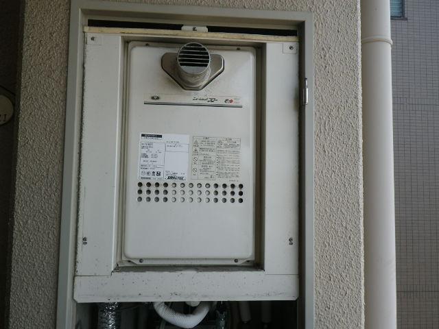 大阪府大阪市住吉区長居西 マンション ノーリツ 16号 ガス給湯器 クイックオート PS前方排気 取替交換工事施工 131-H812 から GQ-1627AWX-T-DX BL
