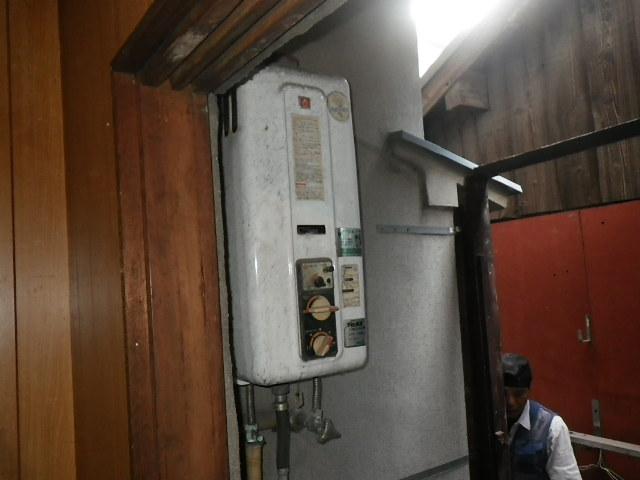 兵庫県 神戸市東灘区 西岡本 戸建住宅 ノーリツ16号 ガス給湯器 取替交換工事施工 135-9000A GD-1000W から GT-1660SAWX