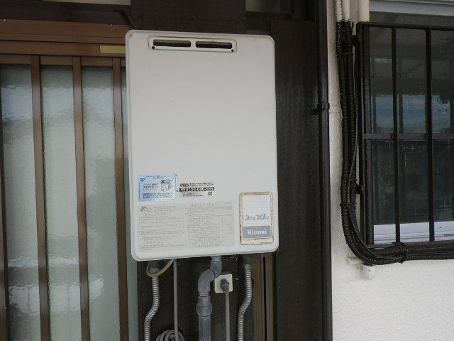 兵庫県宝塚市小浜町 住宅 ノーリツ16号ガス給湯器 取替交換工事施工 RUX-1000UW から GQ-1639WS