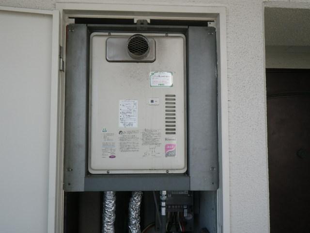 兵庫県尼崎市潮江マンション リンナイ 20号ガス給湯器 取替交換工事施工 RUX-2000PSOTE から RUX-A2010T-E