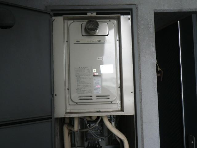 兵庫県西宮市津門 マンション ノーリツ16号ガス給湯器 クイックオート 取替交換工事施工 31-666からGQ-1627AWX-T-DX BL