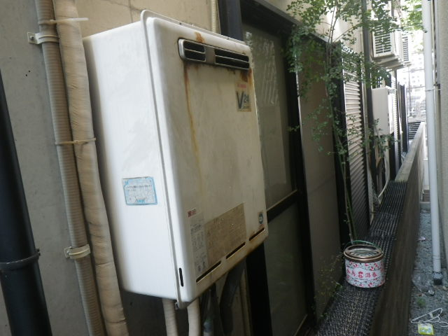 兵庫県尼崎市長洲中通 戸建住宅 リンナイ エコジョーズ ガスふろ給湯器 取替交換工事施工 RUF-V2400SAW-1 から RUF-E2405SAW