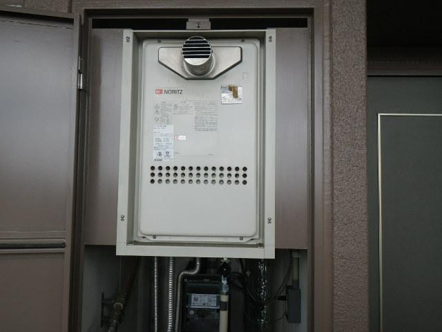 兵庫県西宮市上鳴尾町マンション ノーリツ20号ガス給湯器 取替交換工事施工 GQ-2013AW-T から GQ-2027AWX-T-DX BL