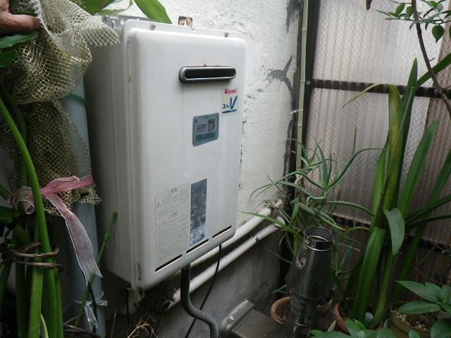 兵庫県芦屋市川西町 戸建住宅 ノーリツ16号ガス給湯器 取替交換工事施工 RUX-V1615W-E から GQ-1639WS