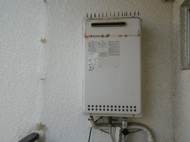 兵庫県西宮市室川町マンション ノーリツ16号ガス給湯器 取替交換工事施工 GQ-1612WE から GQ-1639WS