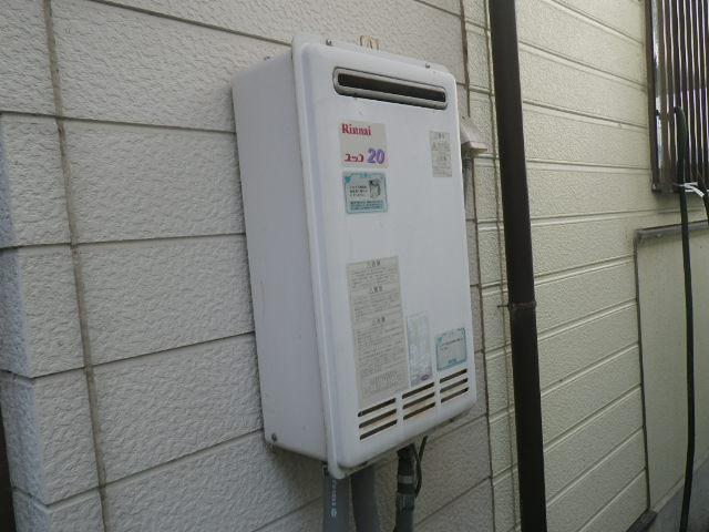 兵庫県伊丹市西野 戸建住宅 リンナイ20号 ガス給湯器 取替交換工事施工 RUX-2017W-EからRUX-A2016W-E