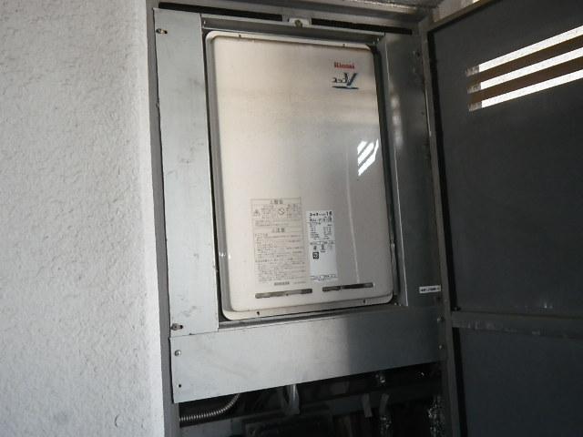 兵庫県尼崎市若王寺マンション リンナイ16号ガス給湯器 高温水供給式 取替交換工事施工 RUJ-V1610B から RUJ-V1611B