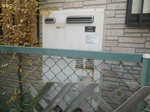 兵庫県尼崎市常松 戸建住宅 リンナイ24号 エコジョーズ ガスふろ給湯器 取替交換工事施工 44-655 から RUF-E2405SAW