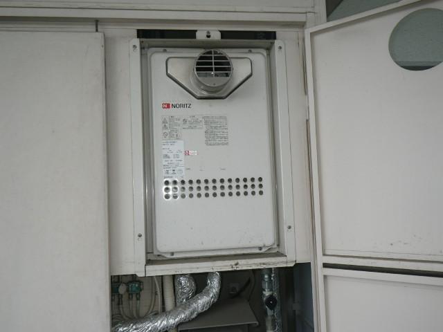 兵庫県伊丹市下河原 マンション ノーリツ24号ガス給湯器 高温差し湯 取替交換工事施工 GQ-2413AW-T から GQ-2427AWX-T-DX BL