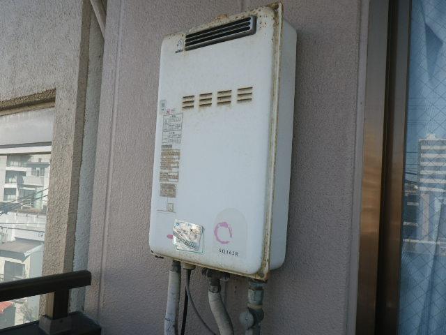 大阪府大阪市東成区東小橋マンション ノーリツ16号ガス給湯器 取替交換工事施工 SQ162R から GQ1639WS