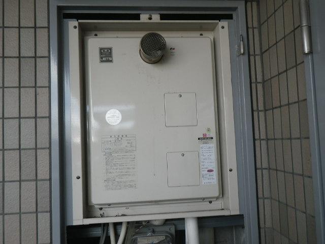 兵庫県神戸市東灘区西岡本マンション ノーリツ16号ガス給湯器 高温水供給式 取替交換工事施工 44-481からGQ-1627AWX-T-DX-BL