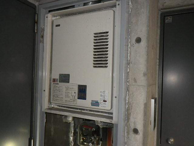 兵庫県神戸市垂水区 マンション リンナイガス給湯器 上方排気 取替交換工事施工 KS-1610H から RUX-VS1616U