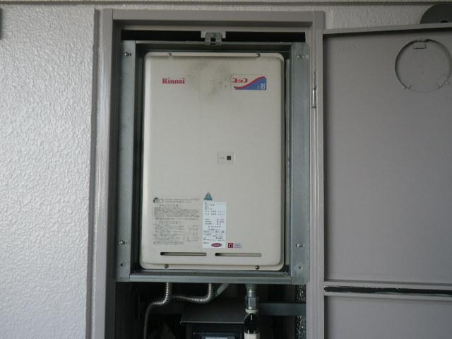 西宮市甲子園口マンション リンナイ16号ガス給湯器 取替交換工事施工 RUX-1606B から RUX-A1616B-E