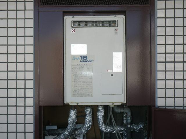 神戸市東灘区御影中町マンション リンナイ16号 ガス給湯器高温水供給式 取替交換工事施工 YV1627R から RUJ-V1611W(A)