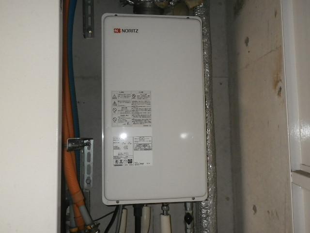 大阪市天王寺区マンション ノーリツ16号ガス給湯器 屋内設置 強制給排気 取替交換工事施工 GQ-1627AWX-FFA-DX BL