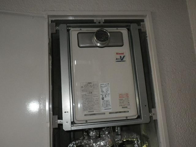 大阪府大阪市福島区マンション リンナイ 16号 ガス給湯器 高温水供給式 取替交換工事施工 RUJ-V1610T から RUJ-V1611T