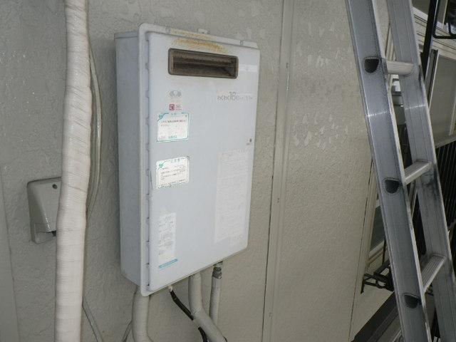尼崎市上之島マンション ノーリツ16号ガス給湯器 取替交換工事施工 33-561A から GQ-1639WS