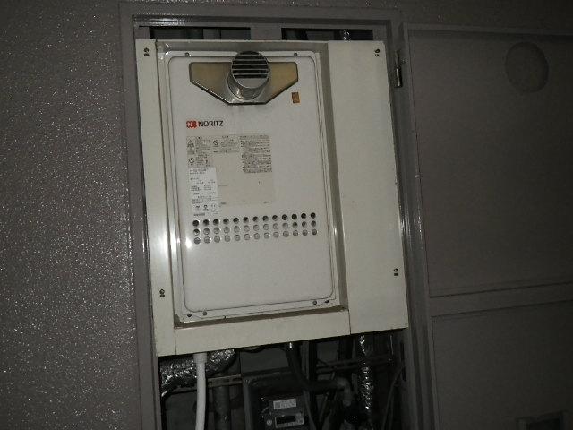 尼崎市三反田町 マンション ノーリツ16号ガス給湯器 高温水供給式 取替交換工事施工 GQ-1613AW-T から GQ-1627AWX-T-DX BL