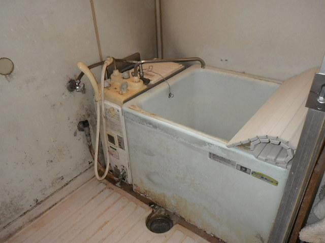 尼崎市富松町 マンション ハウステック 16号カベピタパックイン 浅型浴槽 取替交換工事施工 31-698 から WFK-1602SA