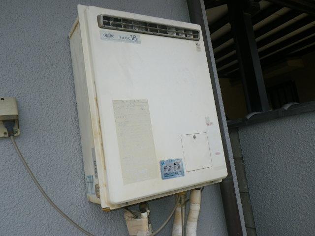 尼崎市西御園町 戸建住宅 リンナイ エコジョーズ16号ガスふろ給湯器 取替交換工事施工 YM1601R から RUF-E1615AW(A)