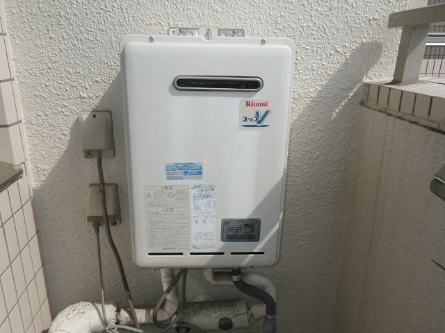 神戸市中央区籠池町マンション リンナイ 16号 ガス給湯器 取替交換工事施工 RUX-V1616W-E から RUX-A1616W-E