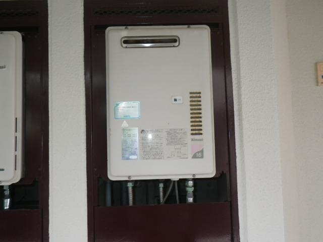 大阪市淀川区塚本 マンション リンナイ16号ガス給湯器 取替交換工事施工 RUX-1610DW-E から RUX-1616W-E