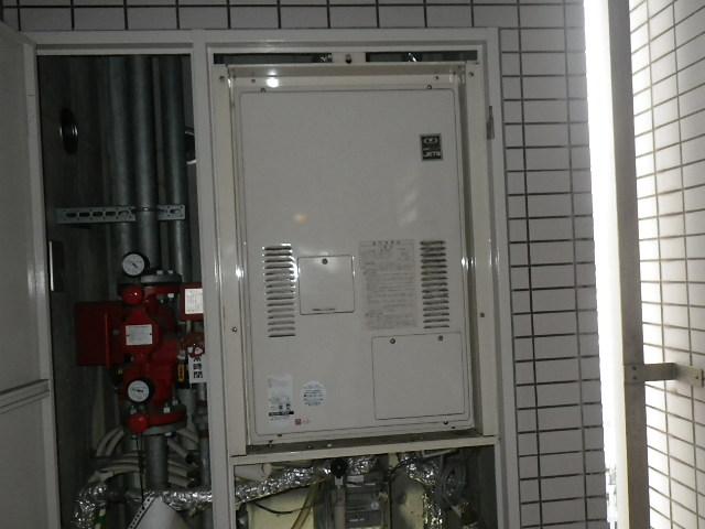 大阪市中央区南船場マンション ノーリツ24号ガス温水暖房付給湯器 取替交換工事施工 135-7005 YG2433RM から GQH-2443AWXD-TB-DX BL