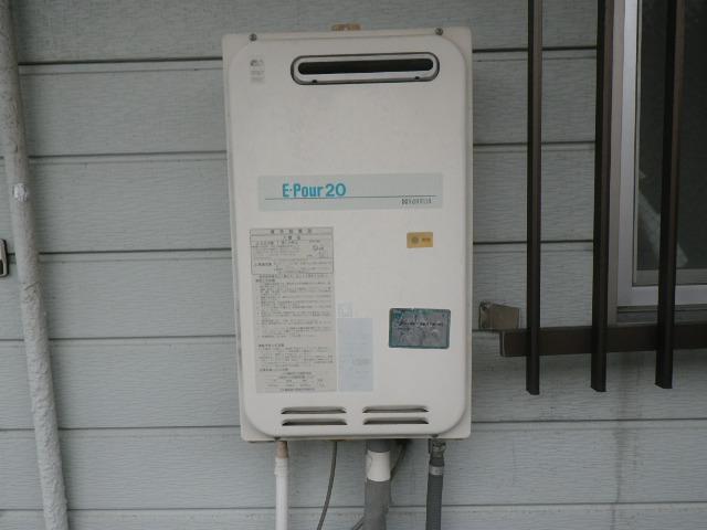 尼崎市東難波町マンション ノーリツ16号ガス給湯器 取替交換工事施工 YS2033R から GQ-1639WS