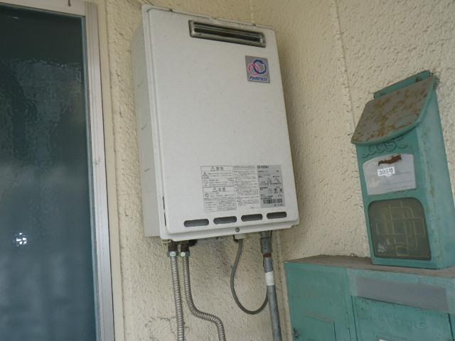 尼崎市東難波町 マンション ノーリツ16号 ガス給湯器 取替交換工事施工 GS-1600W-1 から GQ-1639WS