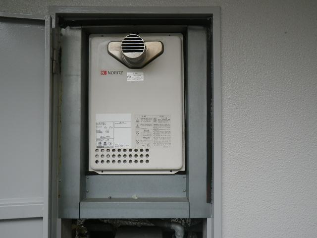 尼崎市小中島マンション 20号ガス給湯器 取替交換工事施工 GQ-2023WA-T から GQ-2039WS-T