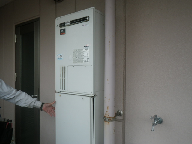 尼崎市南塚口町マンション ノーリツ 24号 ガス温水暖房付ふろ給湯器 取替交換工事施工 135-0300 GH-244ZWH-R から GTH-C2451AW6H-1