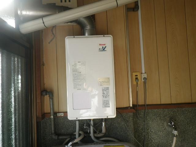尼崎市大庄西町 戸建住宅 リンナイ 20号ガス給湯器 屋内設置強制給排気 取替交換工事施工 RUX-V2010FFUA-E から RUX-V2015SFFUA-E