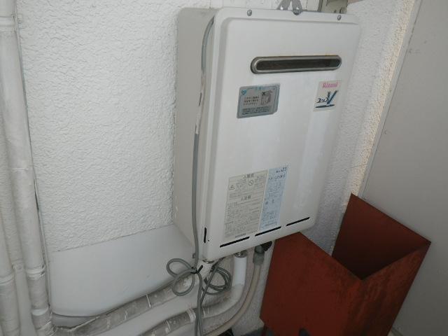 加古川市加古川町河原 マンション リンナイ20号 ガス給湯器 取替交換工事施工 RUX-V2016W-E から RUX-A2016T-E