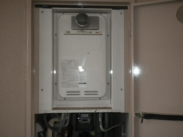 尼崎市東塚口町マンション ノーリツ16号ガス給湯器 取替交換工事施工 31-666 YV1631RG から GQ-1627AWX-T-DX BL