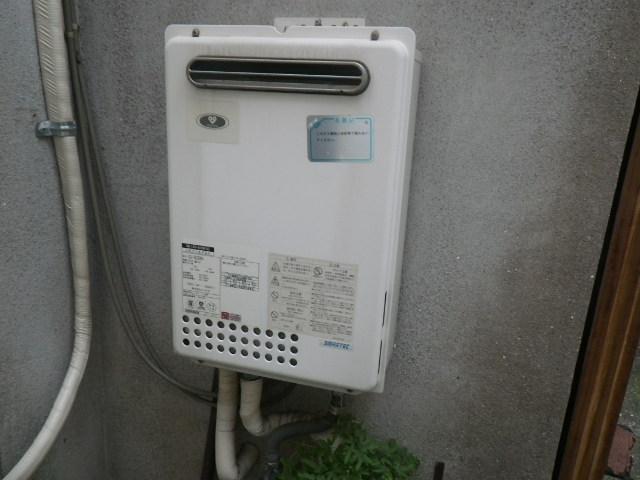 西宮市東鳴尾町 戸建住宅 ノーリツ24号ガス給湯器 取替交換工事施工 133-8100 GQ-2423WA から GQ-2439WS-1