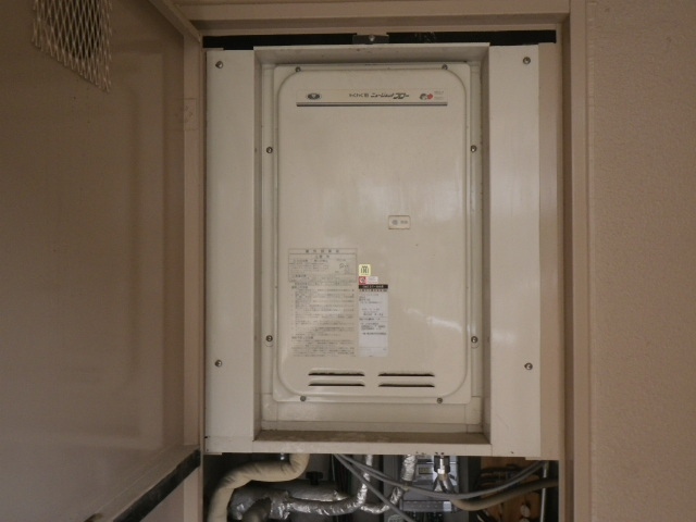 尼崎市東塚口町マンション ノーリツ16号ガス給湯器 高温水供給式 取替交換工事施工 31-668 YV1631RM から GQ-1627AWX-TB-DX BL