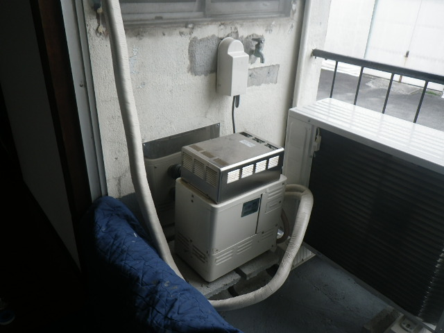 尼崎市塚口本町ハイツ ノーリツ16号ガス給湯器 浴室シャワー水栓 新設工事 GSY-132D から GQ-1639WS-1 浴室シャワー水栓