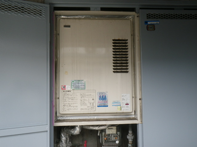 神戸市垂水区 マンション リンナイ16号ガス給湯器 取替交換工事施工 KS-1610H から RUX-V1616U(A)-E