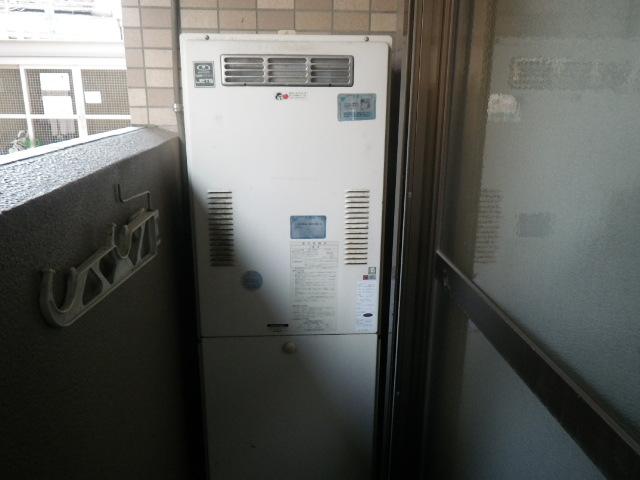 神戸市東灘区森北町マンション ノーリツ24号ガス給湯器 高温水供給式 取替交換工事施工 大阪ガス44-625 YG2401R から GQ-2427AWX-DX BL