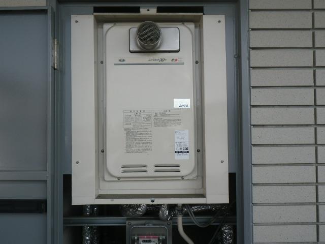 尼崎市久々知 マンション ノーリツ16号ガス給湯器 高温水供給式 クイックオート 取替交換工事施工 131-8082 から GQ-1627AWX-T-DX BL