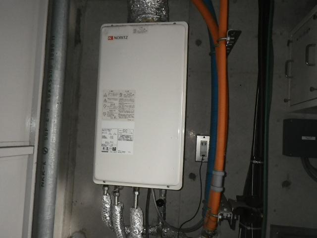 神戸市灘区城内通マンション ノーリツ16号ガス給湯器 高温水供給式 強制給排気 取替交換工事施工 GQ-1620AW-FFA から GQ-1627AWX-FFA-DX BL