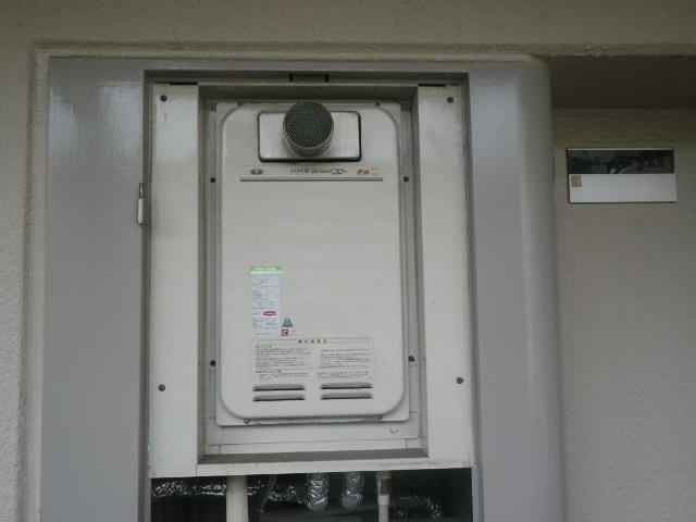 大阪市平野区瓜破マンション ノーリツ16号ガス給湯器 高温水供給式 取替交換工事施工 大阪ガス 31-763 YV1622RG から GQ-1627AWX-T-DX BL