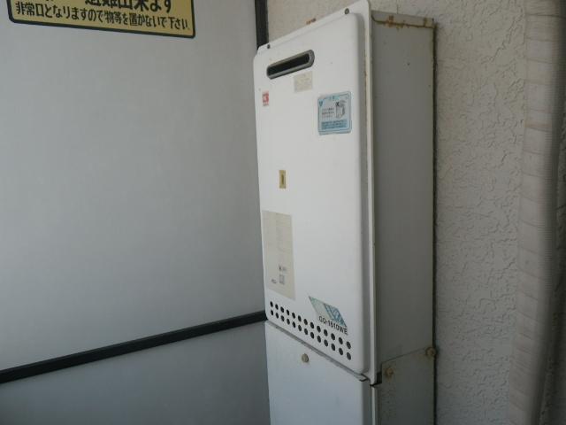 明石市魚住町ハイツ ノーリツ 16号ガス給湯器 取替交換工事施工 GQ-1610WE から GQ-1639WS-1