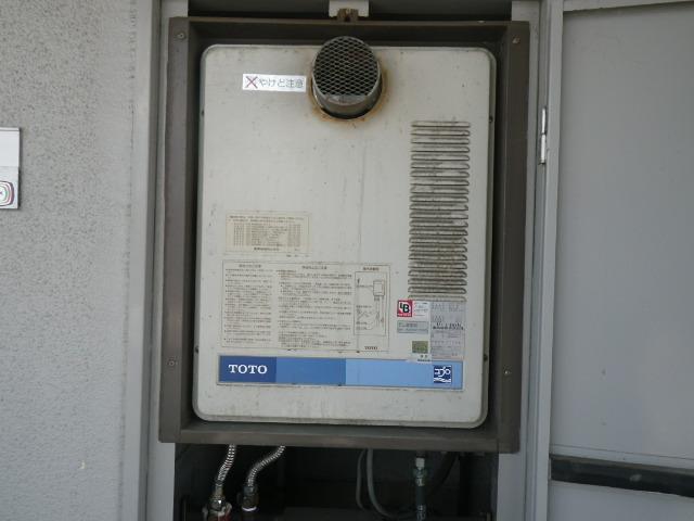 西宮市六湛寺町マンション ノーリツ16号ガス給湯器 取替交換工事施工 TOTO RGH1611C から GQ-1639WS-T-1
