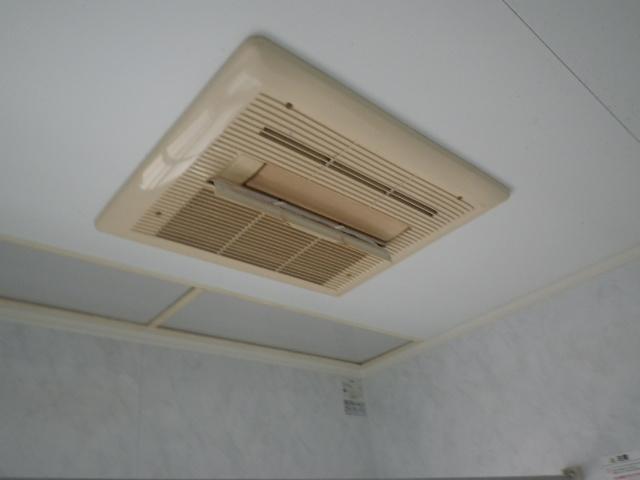 豊中市緑丘マンション ノーリツ 温水式浴室暖房乾燥機 カワック 取替交換工事施工 大阪ガス 161-5501 から BDV-4104AUKNC-J3